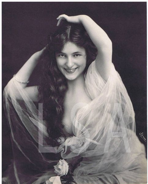 Historical Ziegfeld Group - Evelyn Nesbit Thaw - Photo by Napoleon Sarony (1821 - 1896).