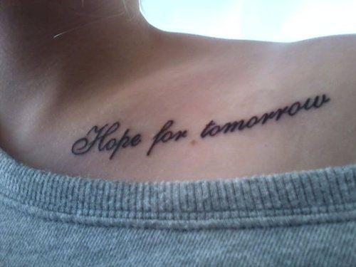 tatouage phrase épaule espoir