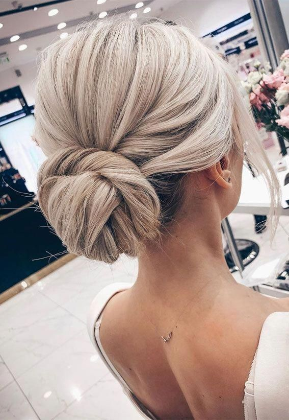 Gorgeous wedding updo hairstyles perfect for ceremony and reception - Classic Elegant wedding hairstyle ,bridal hairstyles #weddinghair #hairstyles #u...