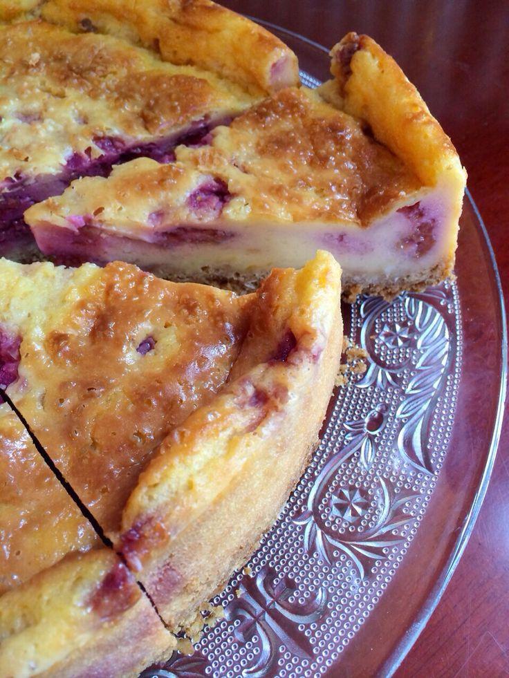 Vegan cheese cake with raspberries
