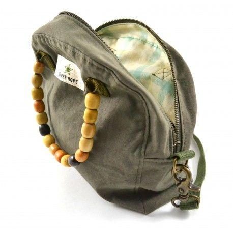Sac à main en coton réutilisé (uniformes de l'armée) et en perles réutilisées (couvre-sièges automobile massant) - Marque Finlandaise Globe Hope