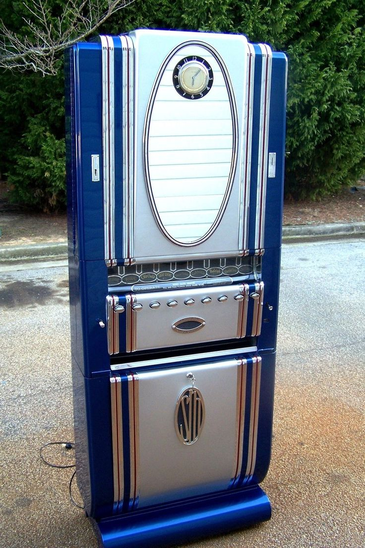 Art Deco Cigarette Vending Machine, though I despise smoking, this machine is cool.