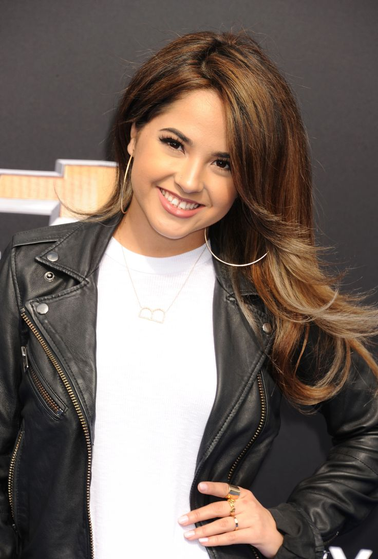 Becky G Hair: Singer Shows Off A Short Bob Hairstyle - Twist
