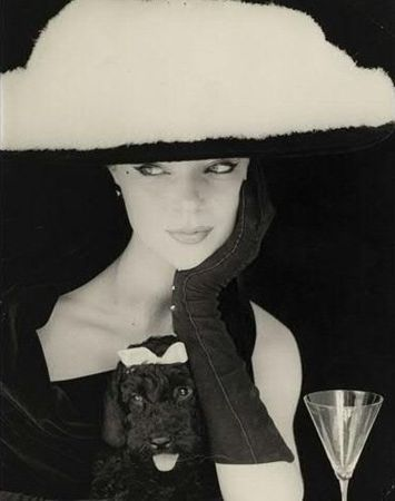 Henry Clarke (1918-1996) Chapeau plume, Balenciaga, 1953.    Classic