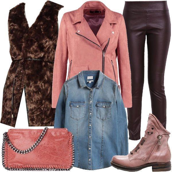 Outfit composto dal pantalone aderente marrone in ecopelle, abbinato alla camicia in jeans e alla giacca in ecopelle rosa alla quale sovrapponiamo il gilet in ecopelliccia tinta cioccolato. Completano i biker rosa con tacco basso e la borsa a tracolla sempre rosa.