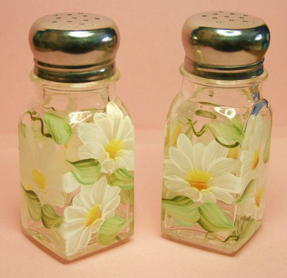 Hey, I found this really awesome Etsy listing at https://www.etsy.com/listing/181321421/hand-painted-salt-pepper-shakers-daisies