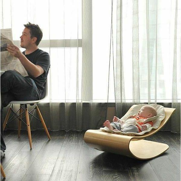 chaise berçante pour le bébé