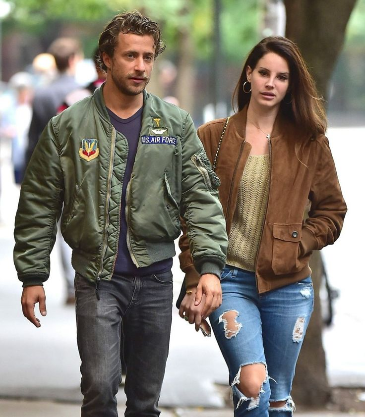 lana del rey dating Music's latest odd couple might be a head-scratcher to the average music fan, but lana del rey aficionados know that the 25-year-old singer has been an avid fan of axl rose for years.