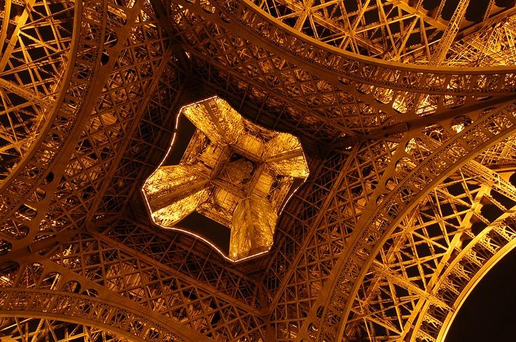 La bas d'Eiffel
