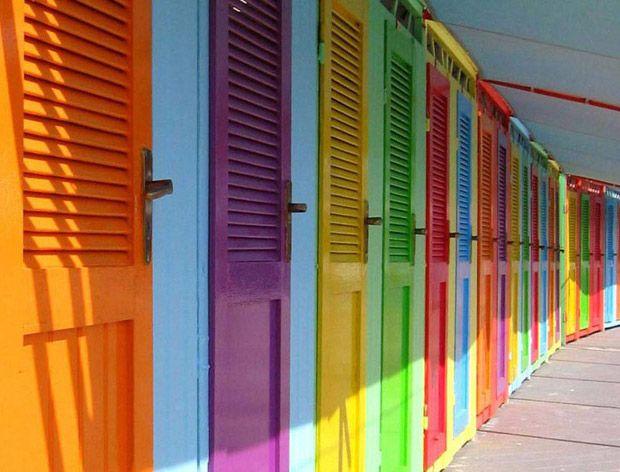 разноцветные двери