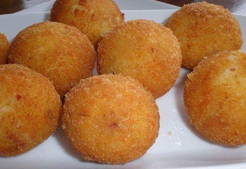 #972. Bala di Késhi (in Papiamentu), Kaas Ballen (in Dutch), Fried Dutch Cheeseballs in English... Hmmm Life is Gouda!
