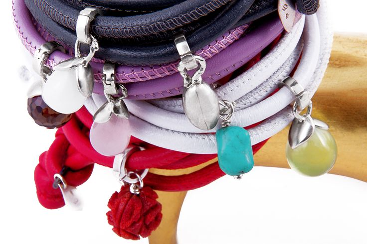 Leather bracelet with interchangeable charms in sterling silver with smoky quartz, opal, rose quartz, madrepore, turquoise and prehnite. - Bracciale in pelle, con ciondoli intercambiabili in argento con quarzo fumè, opale, quarzo rosa, madrepora, turchese e prenite. #Bracciali #Bracelets #jewels #Gioielli #Italy