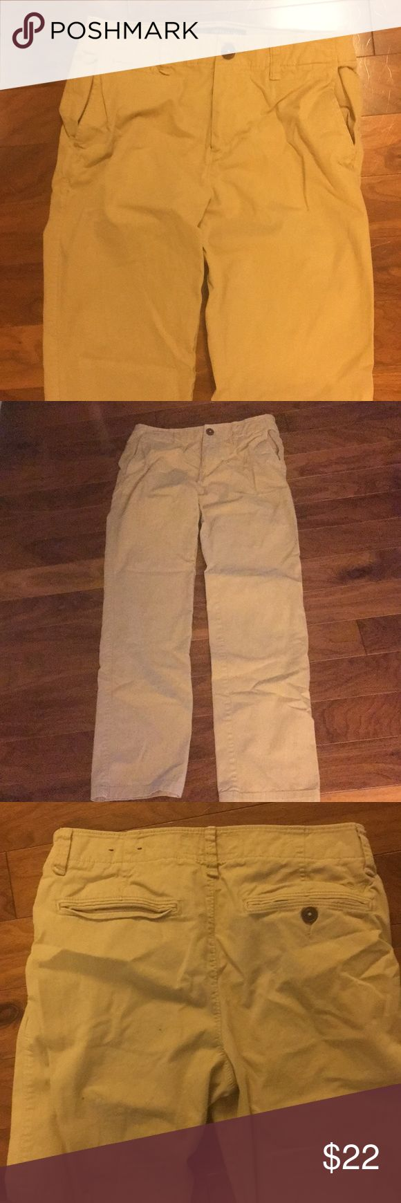 American Eagle Outfitters skinny khakis 29x32 khaki pants. 98% cotton. Soft. In great condition. American Eagle Outfitters Pants Chinos & Khakis