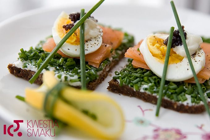 Smoked salmon, chives and egg sandwich