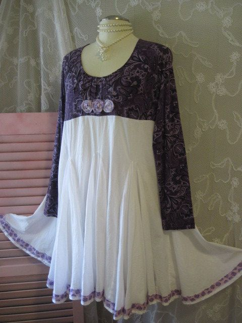 Lagenlook French Paris Chic purple gypsy upper with 3 flowers, tag applique and two sided ties, beautiful full white cotton skirt with lavender edge. Great for Summer and Fall. Bust 46 Waist 48 Hips free Length 36 *Meant to fray Wash in cold, hang dry Made in a smoke free, pet