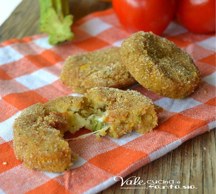 Crocchette di pane con verdure e mozzarella al forno