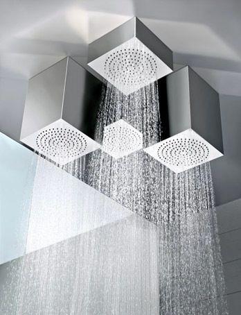 Objets de luxe et design dans une salle de bains contemporaine