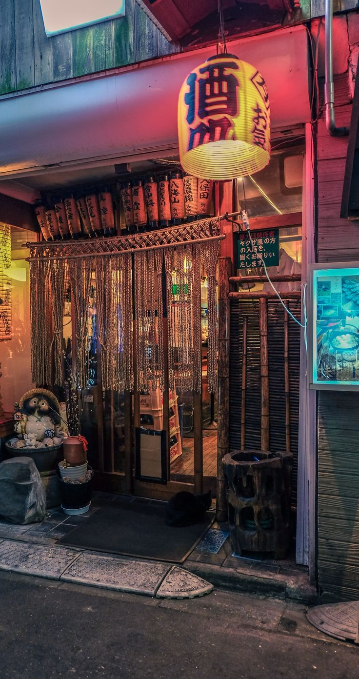 Tokyo night photography streets of Chiyoda in Japan. Click for more epic Tokyo photography