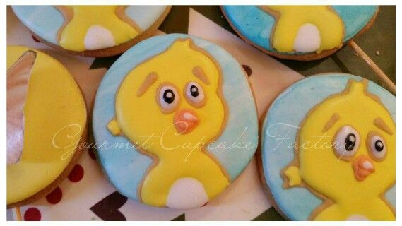 Galletas decoradas mi pollito amarillito, la gallina pintadita