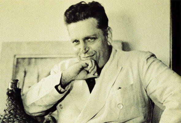 Oswald de Andrade (1890-1954)! Na Sé hoje, em meio às vozes, aos comedores de vidro, aos pastores do apocalipse, aos encantadores de alienígenas em sacos plásticos... essa vontade de ir com Oswald até aquele café do Pátio do Colégio...