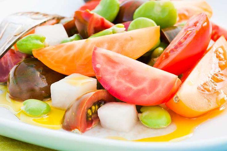 Bondbönesallad | Smakbalans  Allt som du normalt använder ärtor till kan du med fördel erätta med bondbönor. De har en smörigare och nötigare smak och är inte lika söta som ärtor, men det gör livet bara mer spännande, inte sant?  #recept #mat #vego #vegetarisk #grönsaker #sallad