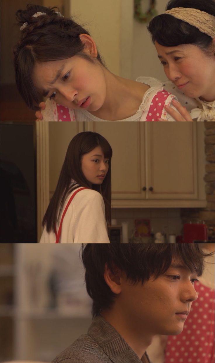 """Rika y Kotoko compiten por hacerle al desayuno a Naoki. Él prueba el de ambas y encuentra bueno el solo el de su prima. Kotoko se desanima y su suegra trata de animarla, pero ella se siente derrotada. Naoki: """"Kotoko, Café"""". Rika: """"Te traeré uno"""". Naoki interrumpiéndola: """"No. Me gusta su café"""". Rika se molesta mucho por le preferencia que demuestra Naoki - Itazura na Kiss Love in Tokyo 2, Episodio 9"""