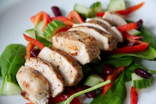 Enkel kycklingsallad med kidneybönor | Vardagsköket | Recept
