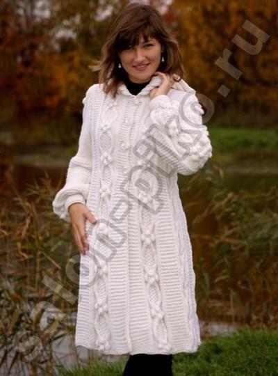 Вязаные модели пальто белое с капюшоном
