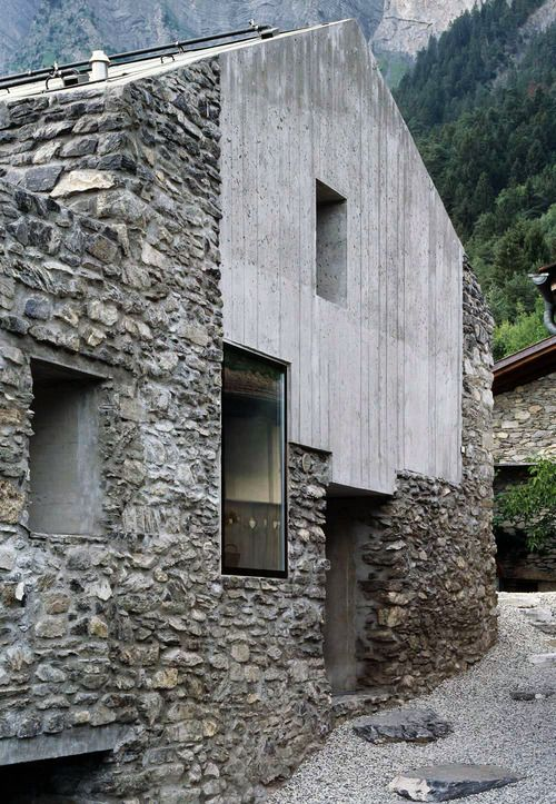 Savioz Fabrizzi - Maison Roduit renovation, Chamoson 2005. Via, photos (C) Thomas Jantscher.
