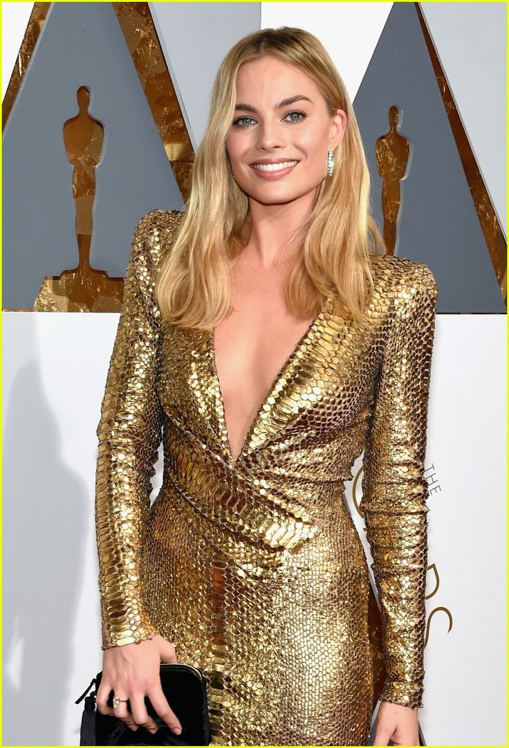 Margot Robbie Is a Golden Girl on Oscars 2016 Red Carpet: Photo #3591956. Margot Robbie arrives at the 2016 Academy Awards held at the Dolby Theatre on Sunday (February 28) in Hollywood.     The 25-year-old Big Short actress wore a stunning…