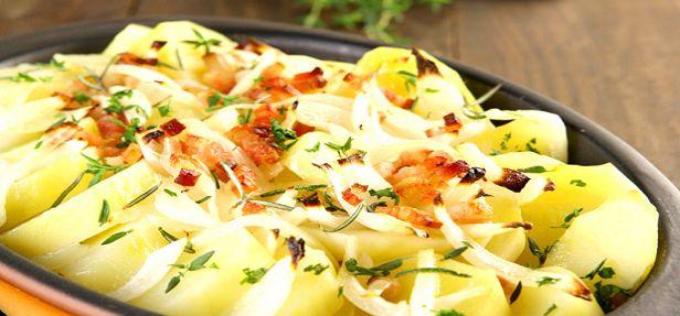 Deliciosa receita de batata gratinada com bacon à francesa. Saborosa para festividades ou pequenas reuniões de família ou amigos.