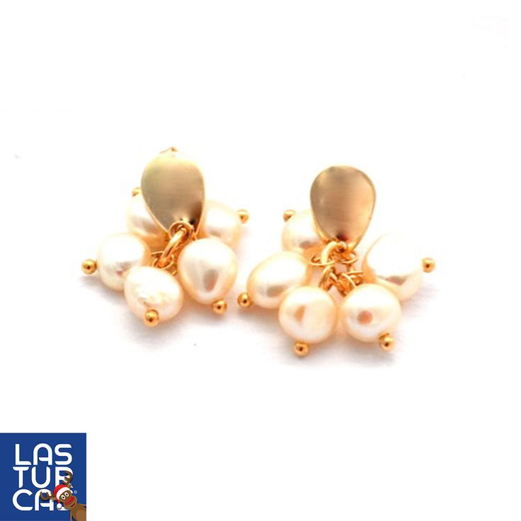 ¡Llegaron los aretes a #LasTurcas! Elaborados con perlas naturales y base en baño de oro. Diseño de Sofia Muñoz, pídelos como Perlas de Amor AR01 en nuestra web  www.lasturcas.com