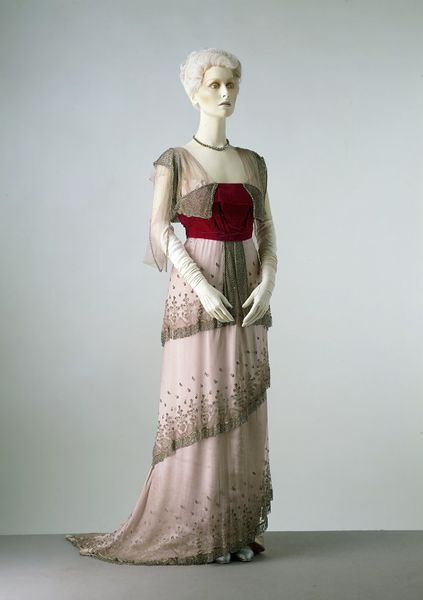 1910 Evening dress | Worth   © Victoria and Albert Museum, London