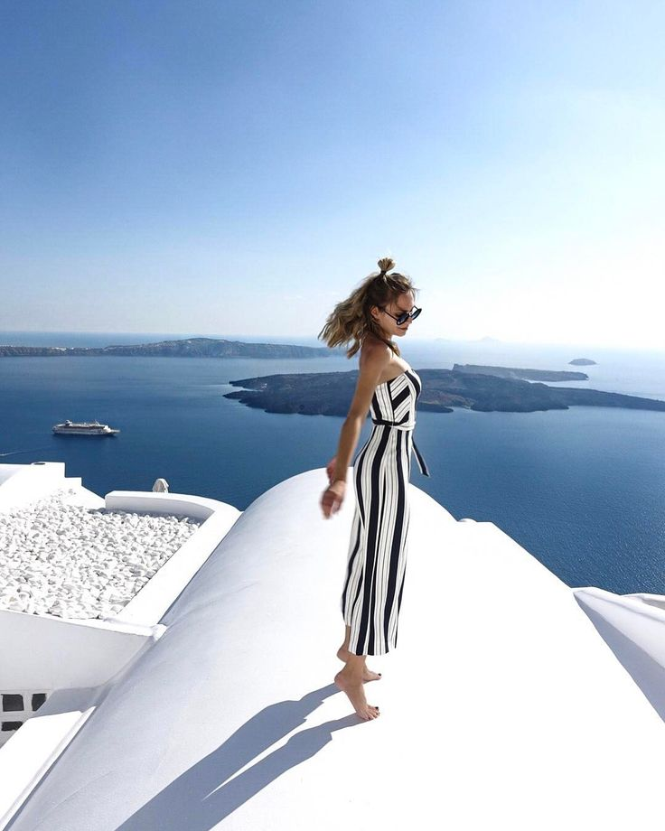 """""""Mi piace"""": 12.2 mila, commenti: 131 - Sonja Kovac • xoxosonja.com (@xoxosonjakovac) su Instagram: """"As you can already notice jumping on the roof was my main workout in Santorini!! 🏃♀️🙈💙 • Check out…"""""""
