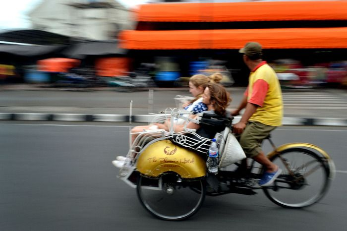 Enjoy the ride  Most becak drivers are friendly and accustomed to driving tourists around. (Photo by Stefanus Ajie)