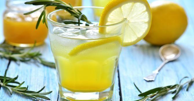 20 bonnes raisons de boire de l'eau, du citron et du miel chaque matin