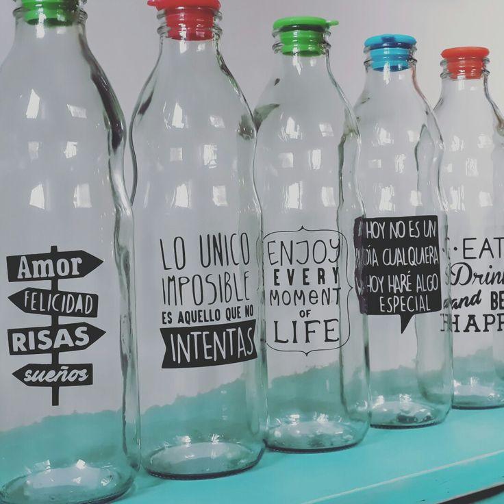 Botellas de vidrio decoradas con vinilos