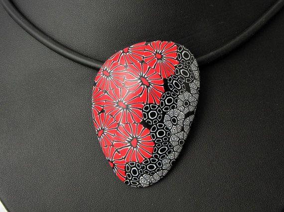 Statement in schwarz und rot aus handgefertigten von polymerdesign