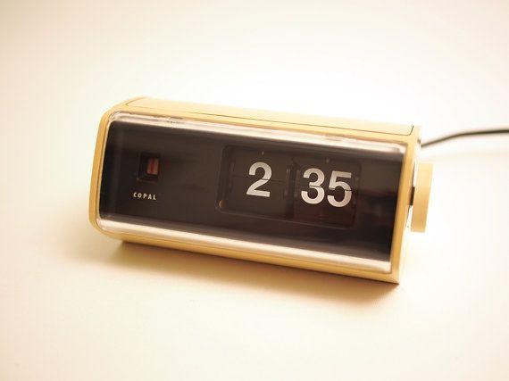 retro cream copal 24hr flip clock model 222 made in japan in the 1970 39 s models flip clock. Black Bedroom Furniture Sets. Home Design Ideas