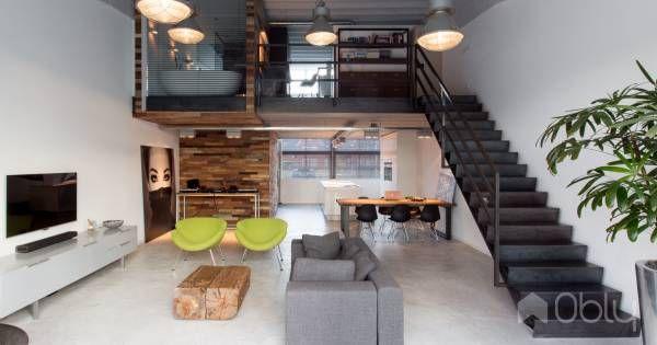 Een oude fabriekshal werd ontwikkeld tot een aantal lofts. Onze opdrachtgevers hadden een ruwe, industriële uitstraling voor ogen. Door behoud van origineel plafond en toepassing van ruwe materialen i.d.v.v. beton, hout en staal is het industriële karakter versterkt. Subtiele verfijning is toegepas…