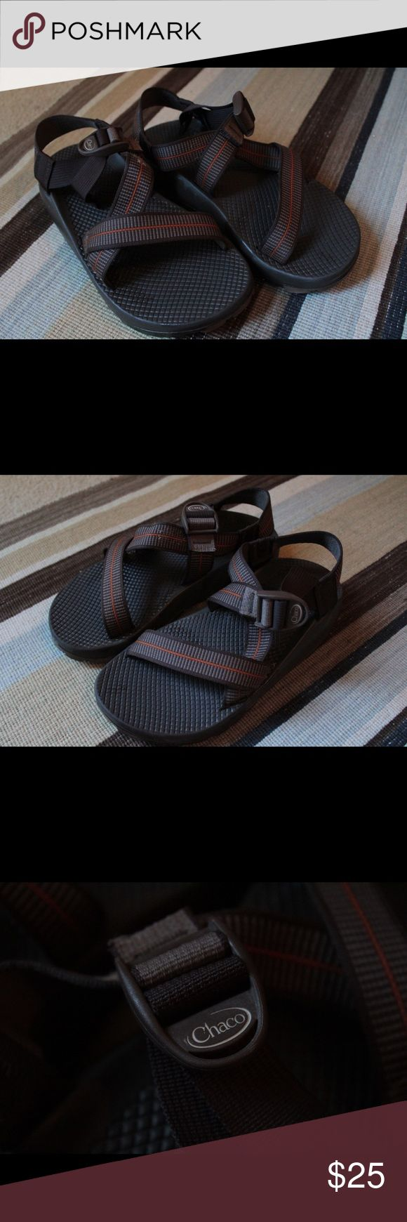 Men's Chacos SZ 7 Men's Chacos SZ 7 Vibram tread. The one shoe is SPLITTING a little bit on the left shoe, that's why I'm selling them so cheap, other than that the soles, tread and straps are great! Chaco Shoes Sandals & Flip-Flops