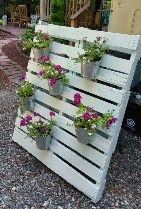 Pallet plant holder