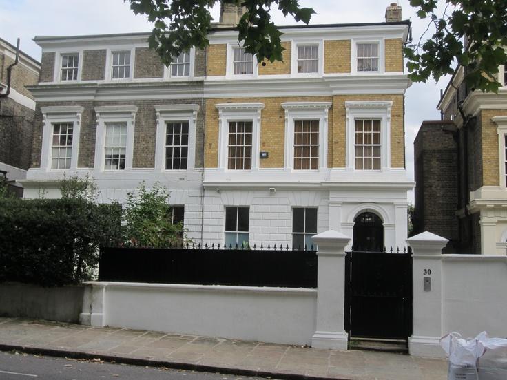 Camden Square 30 mumara. Sevgili Amy burada yaşadı ve 23 Temmuz 2011'de hayata gözlerini yumdu. Bense neredeyse bir buçuk ay sonra 31 Ağustos'ta gelebildim. Çok geçti elbette.