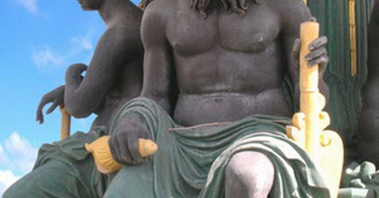 Cómo hacer un disfraz de Zeus. Cómo hacer un disfraz de Zeus. Zeus, el rey de los dioses, gobernante del Monte Olimpo y el dios del cielo y del trueno, es uno de los dioses más importantes en la mitología griega. Él es el padre de muchos otros dioses y diosas, incluyendo Atena, Apolo, Perséfone y Dionisio.