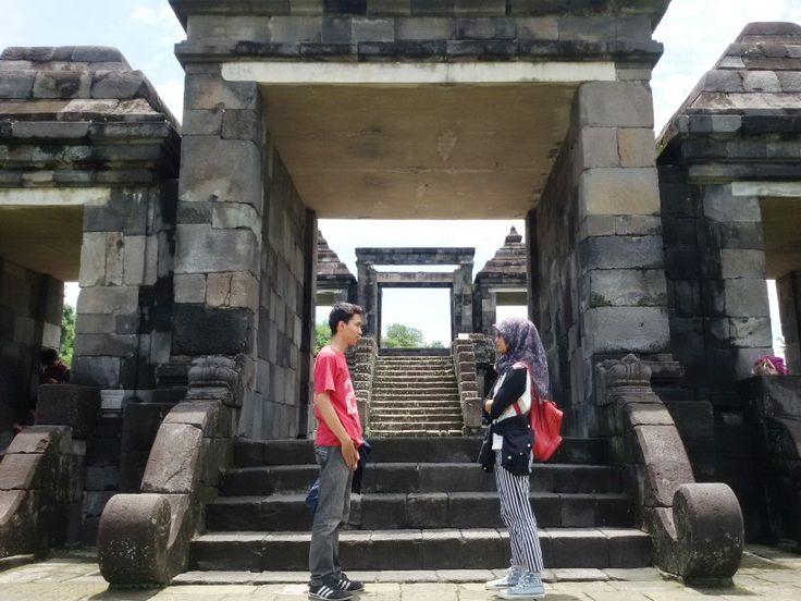 Face to face.  Location : Ratu Boko Palace, Yogyakarta, Indonesia.