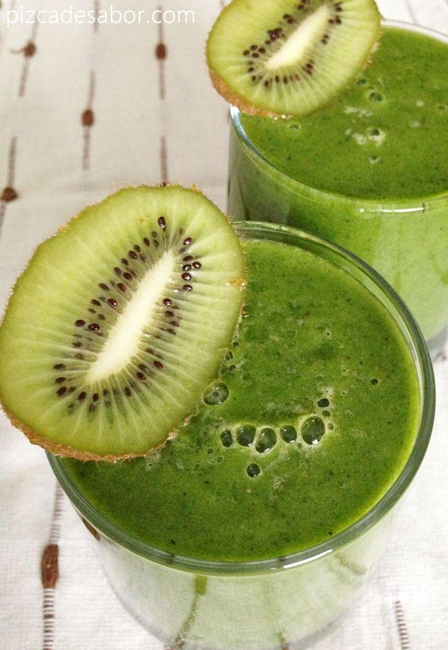 Smoothie verde de kiwi | http://www.pizcadesabor.com/2013/04/25/smoothie-verde-de-kiwi/