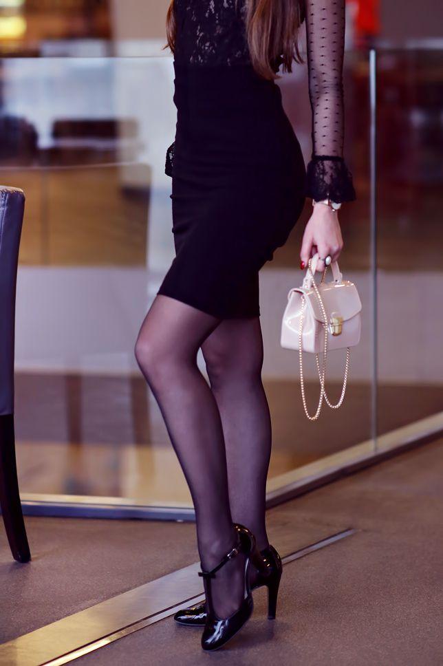 Koronkowa Bluzka Czarna Olowkowa Spodniczka Czarne Rajstopy Ze Szwem I Bezowa Torebka Ari Maj Persona Fashion Tights Black Lace Blouse Black Pencil Skirt