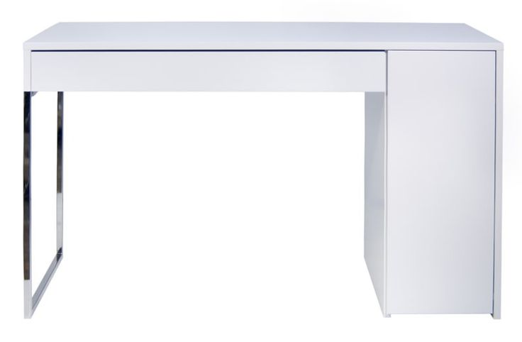"""Prado Skrivebord - Flot og stilrent hvidt skrivebord med ben i krom til det moderne hjemmekontor. Skrivebordet har en stor rummelig skuffe under bordpladen samt sideskab i højre side med smart """"push to open"""" system.  Bag skabslågen er der 3 rummelige opbevaringsrum med 2 justerbare hylder. Som praktisk detalje er der mulighed for kabeludtrækning fra f.eks. en printer i det nederste skabsrum."""