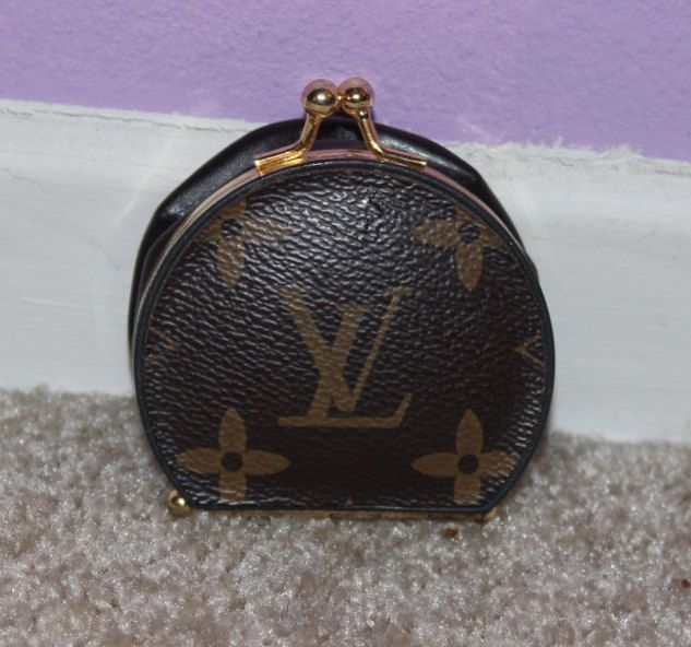 RARE Authentic Vintage Louis Vuitton Brown Monogram Canvas Expandable Leather Compact Mirror Coin Purse REDUCED- on sale!! :) by LVLuxury on Etsy https://www.etsy.com/listing/232199182/rare-authentic-vintage-louis-vuitton