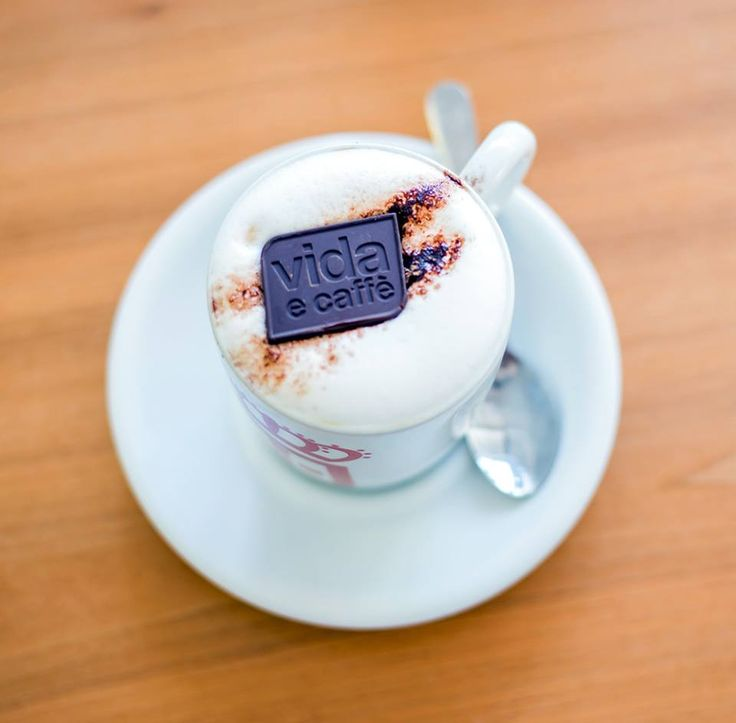 We're starting Monday the best way we know how. #nopassionnopoint #ManicMonday Find a Vida e Caffe closest to you: http://vidaecaffe.com/store-finderdemo/